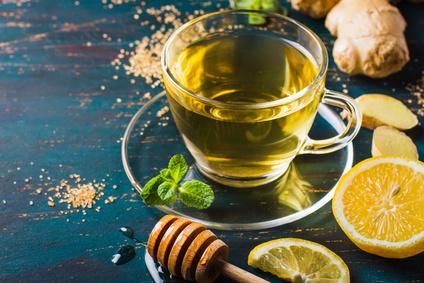 Acqua, limone, zenzero e miele