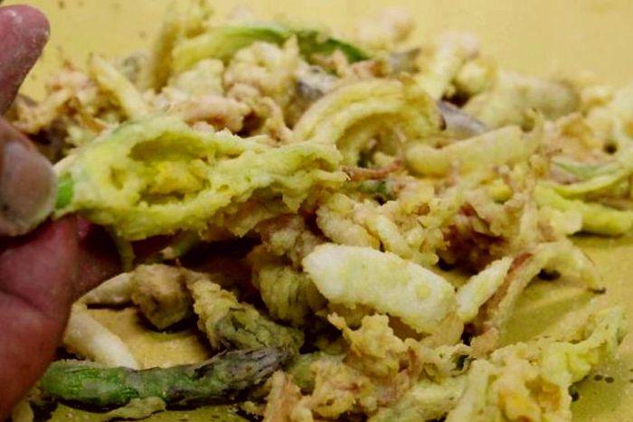 fiori di zucchina e seppie fritte