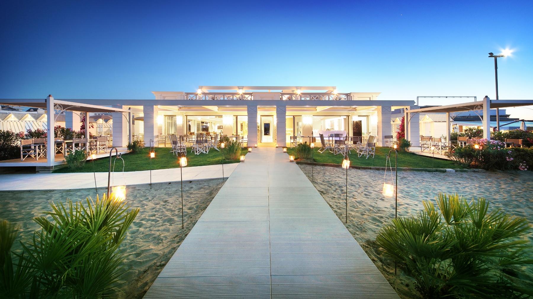 Riviera chic al beach restaurant la spiaggia del grand hotel da