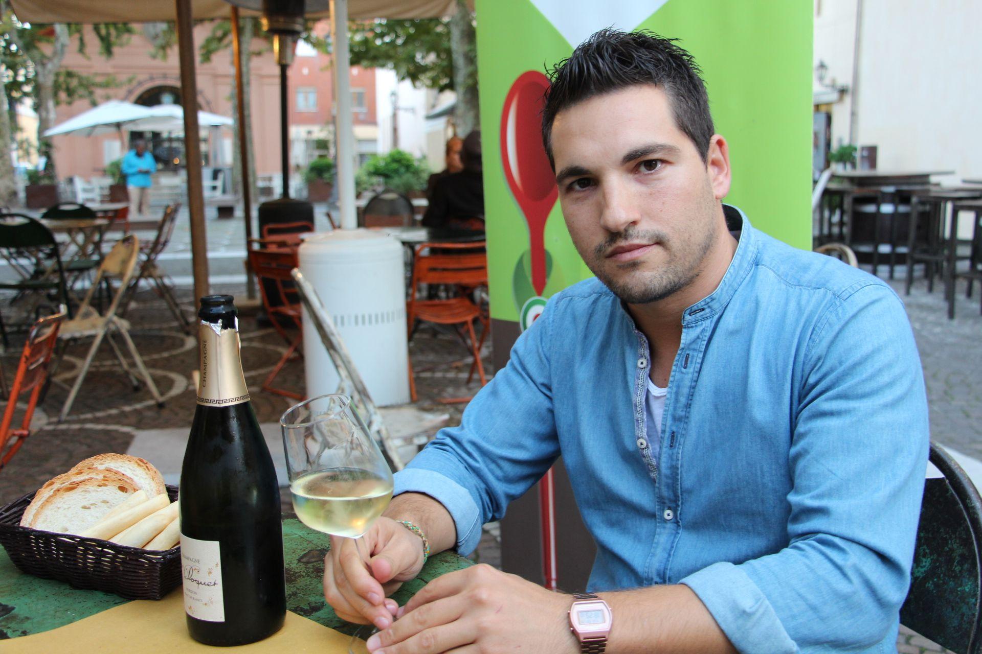 Simone Rosetti degusta lo Champagne Pascal Doquet