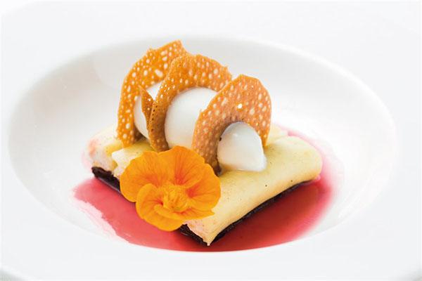 Cannoli di ananas ripieni di fior di ricotta, bisquit al cacao e gelato allo zenzero_Quartopiano Suite Restaurant
