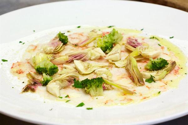 Carpaccio di mazzancolle con carciofi e broccoli_Brasserie