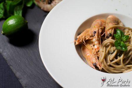 Spaghetto integrale Mancini con lime basilico e mazzancolle - Al Porto - Cervia