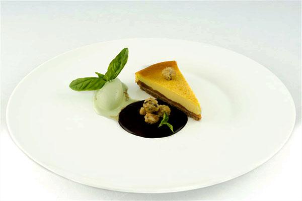 """Torta di ricotta """" Fiori di Romagna"""" Albicocche appassite e gelato al basilico_Quartopiano Suite Restaurant"""