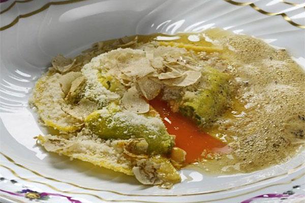 Uovo in raviolo con parmigiano dolce_Ristorante San Domenico