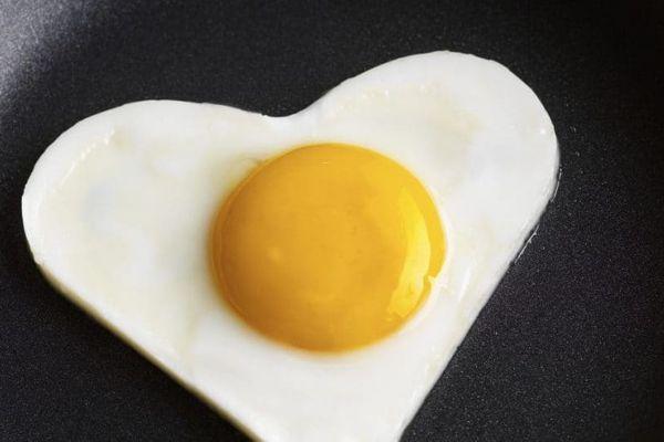 Uova amiche del cuore