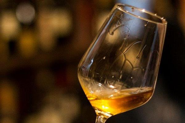 Bicchiere di Albana di Romagna