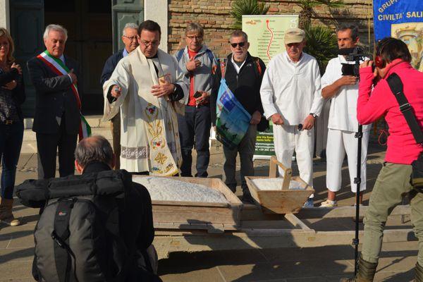 Cervia 2017- il Cammino del sale - Benedizione prima della partenza