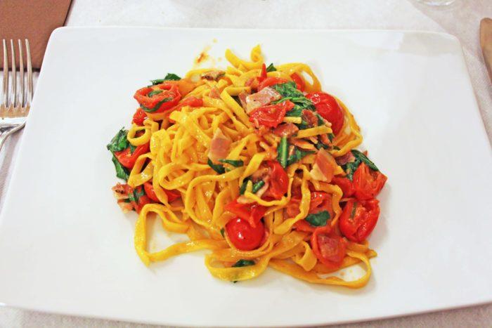 Le Tradizioni di Nick | Tagliolini pomodoro, pancetta e rucola