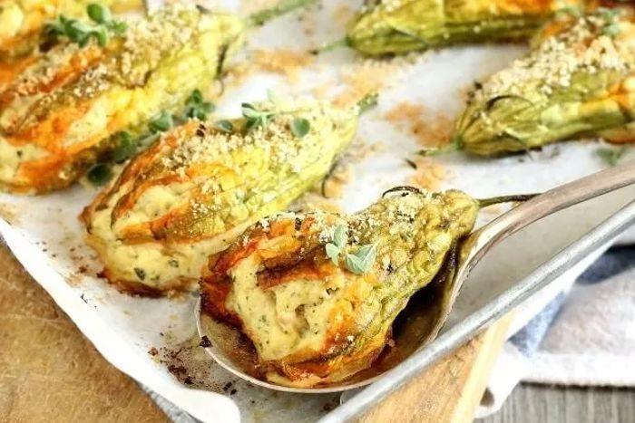 Fiori di zucchina ripieni al forno - Fonte www.ricettedellanonna.net