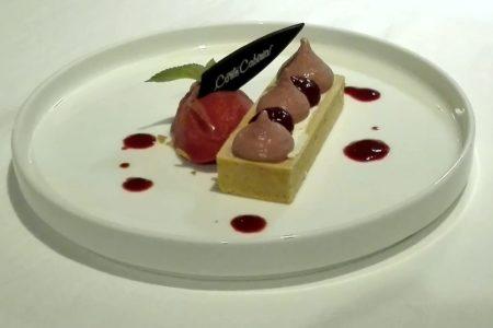 Cheescake con cioccolato bianco, mousse e sorbetto ai frutti rossi - Corti di Cabiria - Ravenna