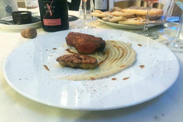 Anatra con foie gras su crema di topinambur e riduzione di aceto di lamponi - Ristorante Kolibrì - Savarna (RA)
