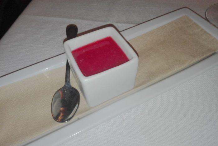Budino di vaniglia con salsa di lamponi - Ristorante Insolito - Russi