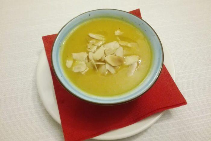 Crema di zucca, patate e scaglie di mandorle - Ristorante Insolito - Russi