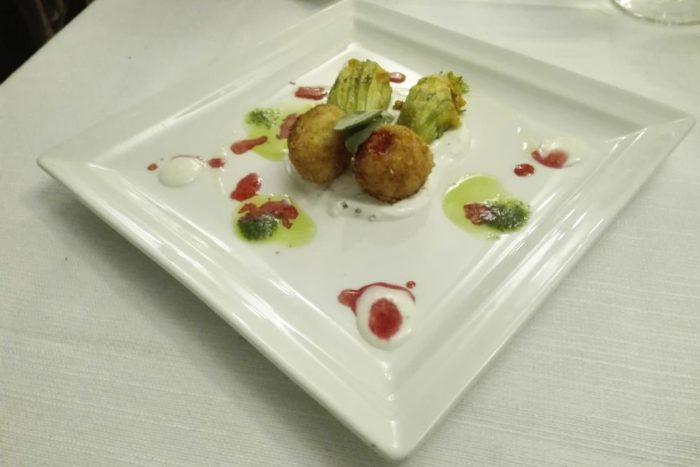 Polpettine di baccalà, fiori di zucca ripieni di baccalà mantecato - Ristorante Insolito - Russi
