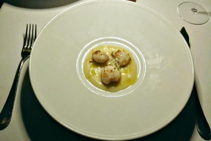 Seppioline nostrane servite con germogli su vellutata di patate e zeste di limone candito - Ristorante Gente di Mare - Cattolica
