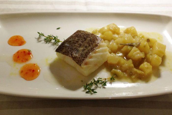Trancio di baccalà cotto a bassa temperatura, accompagnato da patate e porri - Osteria Al Gambero Sbronzo - Misano Adriatico