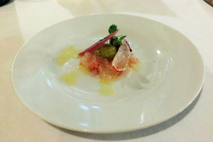 Gambero rosso di Santo Spirito con salsa di avocado, cipolla di Tropea e pomodorino passito - L'Acciuga Osteria - Ravenna