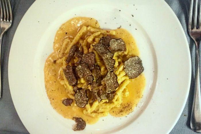 Passatelli asciutti mantecati con Parmigiano Reggiano 24 mesi e tartufo nero - Osteria San Nicola - Forlimpopoli