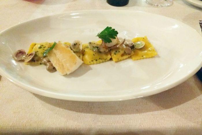 Raviolo ripieno di patate con Lupini di mare e Baccalà - Osteria Il Cantinone - Cervia