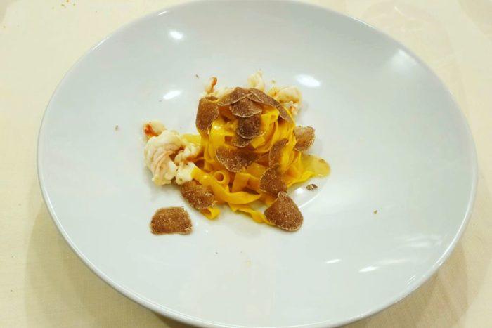 Tagliatelle ai rossi d'uovo con mazzancolle nostrane e tartufo bianco - Morciano di Romagna