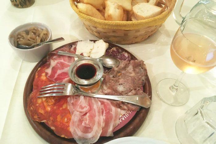 Tagliere di salumi accompagnato da piadina fritta- Agritutismo Cà di Rico - Dovadola