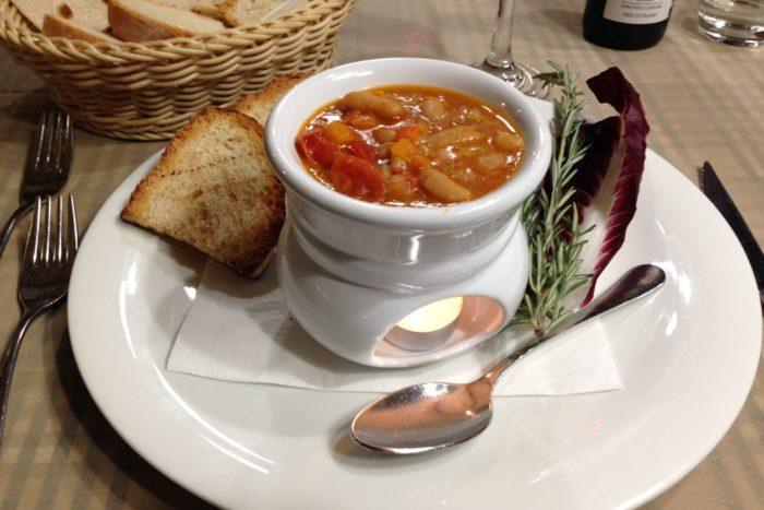 Zuppa di fagioli cannellini con sedano, carota e pomodoro fresco - L'Osteria Vecia - Misano Adriatico