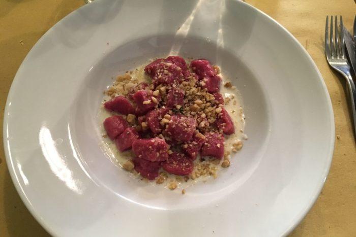 Gnocchetti di rapa rossa al blu di Montefeltro e noci - Osteria Nascosta - Forlì