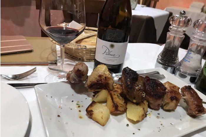 Spiedone di carne alla piastra con patate Ristorante Archebuse a Carpienello di Forlì