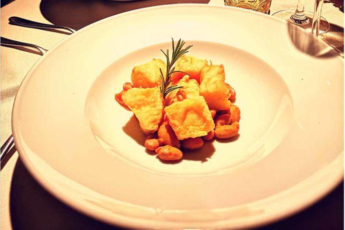 Baccalà fritto con umido di fagioli borlotti Locanda dei Salinari di Cervia