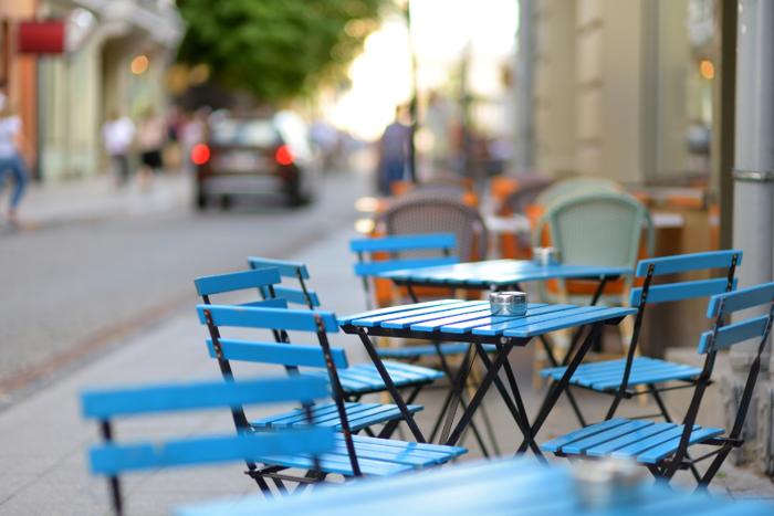 Tavoli in strada