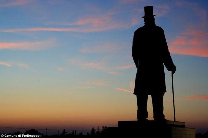 Statua di Pellegrino Artusi
