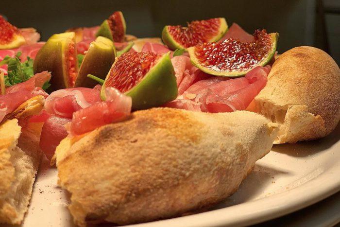 Manna - Riccione - Pizza Mica Prosciutto e Fichi