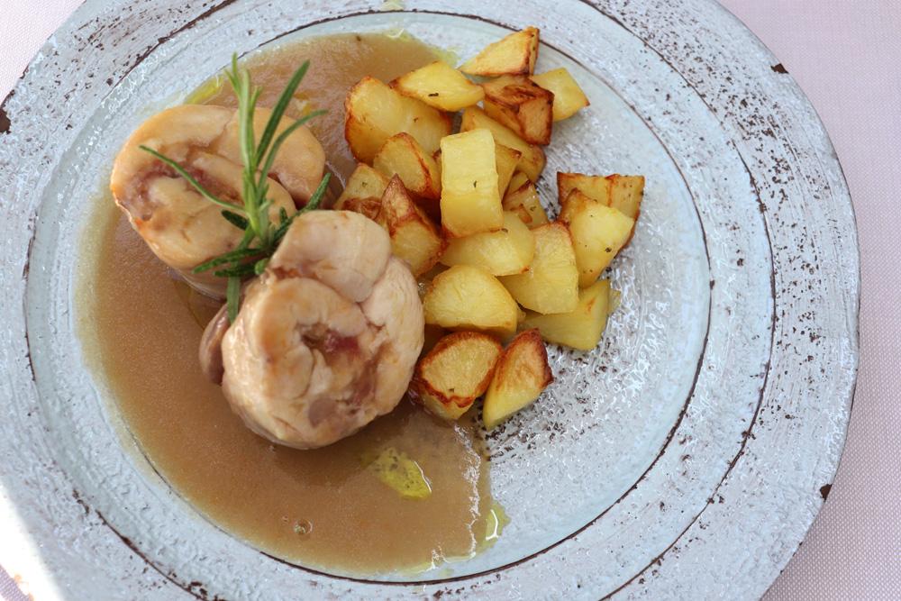 coniglio in porchetta cotto a bassa temperatura con salsa alla birra | La Trattoria Ravenna